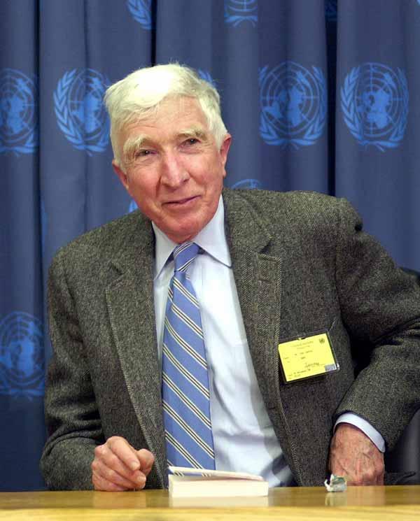 John Updike (foto tomada en 2004)