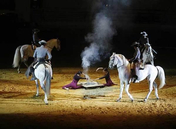 Salvador Távora homenajea al toro en Sevilla (Foto:Javier Barbancho)